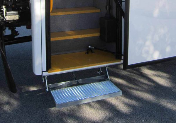 Heavy Duty Auto Entry Step